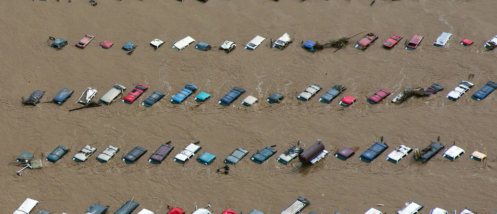 An aerial view of vehicles submerged in flood waters along the South Platte River near Greenley, Colorado September 14, 2013.  Farming communities along the South Platte River were ordered to evacuate ahead of a predicted surge in the flooding which may have claimed a fifth life and has left many still unaccounted for, according to authorities. Picture taken September 14, 2013.   REUTERS/John Wark  (UNITED STATES - Tags: ENVIRONMENT DISASTER) - TM4E99F0S4401