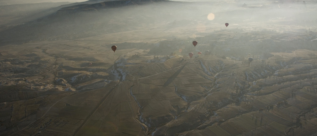 Hot air balloons are seen over Cappadocia December 12, 2008. Cappadocia is a popular tourist destination in Turkey renowned for unusual rock formations and rock-caved churches. Picture taken December 12, 2008. REUTERS/Tan Shung Sin (TURKEY) - GM1E4CI1QPN01