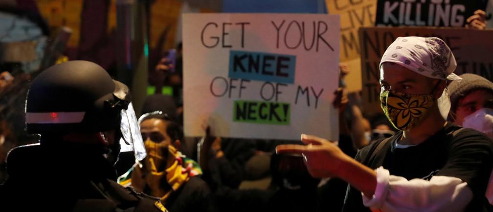 Mark Karake: 'Como persona negra, interiorizas que no debes incomodar a los blancos'.