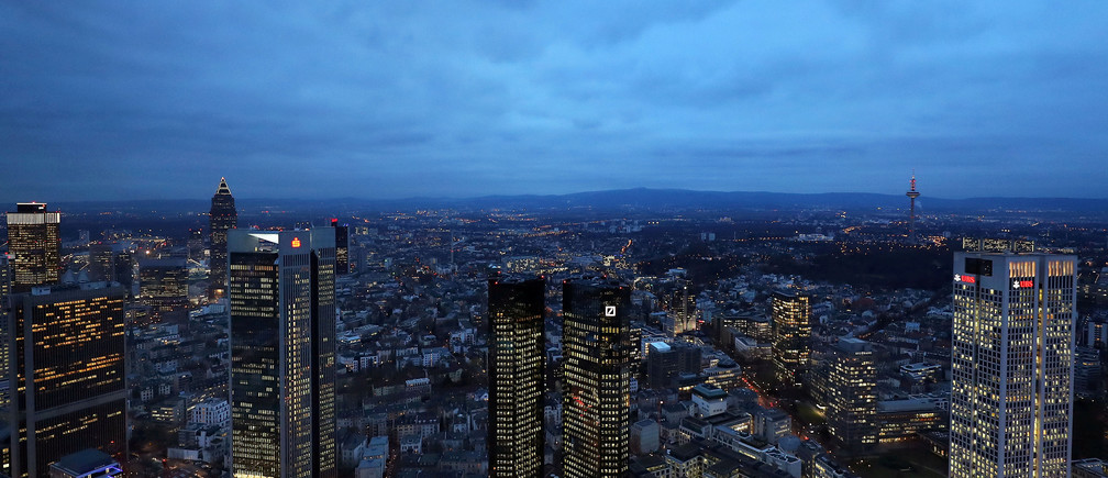 FILE PHOTO: The headquarters of Germany's Deutsche Bank are seen in Frankfurt, Germany, January 31, 2017.      REUTERS/Kai Pfaffenbach/File Photo - RTS1240I