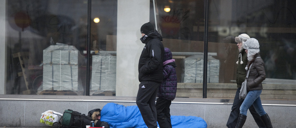 A homeless man sleeps on the street in Stockholm in this February 18, 2012 file photo. In a 15-year span, Sweden has seen the steepest increase in inequality of all countries in the developed world, with disparities rising at a pace four times that of the United States, albeit from a low level, according to OECD data.  To match Feature SWEDEN-INEQUALITY/ REUTERS/Leif R Jansson/Scanpix Sweden (SWEDEN - Tags: BUSINESS SOCIETY POVERTY) THIS IMAGE HAS BEEN SUPPLIED BY A THIRD PARTY. IT IS DISTRIBUTED, EXACTLY AS RECEIVED BY REUTERS, AS A SERVICE TO CLIENTS. NO COMMERCIAL OR BOOK SALES. SWEDEN OUT. NO COMMERCIAL OR EDITORIAL SALES IN SWEDEN. NO THIRD PARTY SALES. NOT FOR USE BY REUTERS THIRD PARTY DISTRIBUTORS - GM1E83L1RVQ01