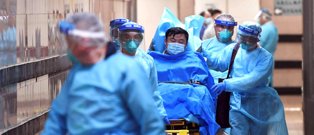 Medical staff transfer a patient of a highly suspected case of a new coronavirus at the Queen Elizabeth Hospital in Hong Kong, China January 22, 2020. Picture taken January 22, 2020. cnsphoto via REUTERS. ATTENTION EDITORS - THIS IMAGE WAS PROVIDED BY A THIRD PARTY. CHINA OUT.     TPX IMAGES OF THE DAY - RC2OLE9SIEK2