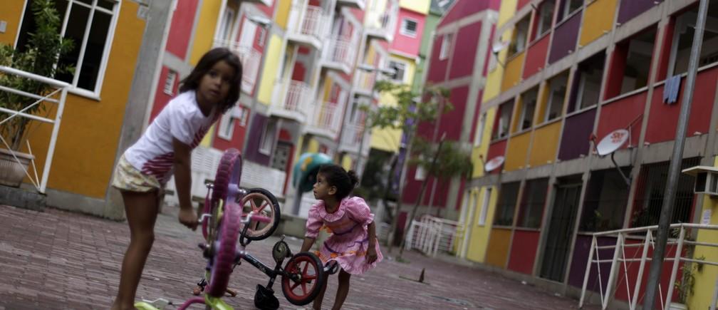 Children play in Rocinha slum in Rio de Janeiro November 14, 2011.