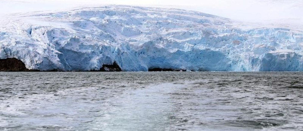 The Collins Glacier is seen in the Fildes Bay, on King George island, Antarctica, Chile February 2, 2019 Picture taken February 2, 2019. REUTERS/Fabian Cambero - RC17BC8E95D0