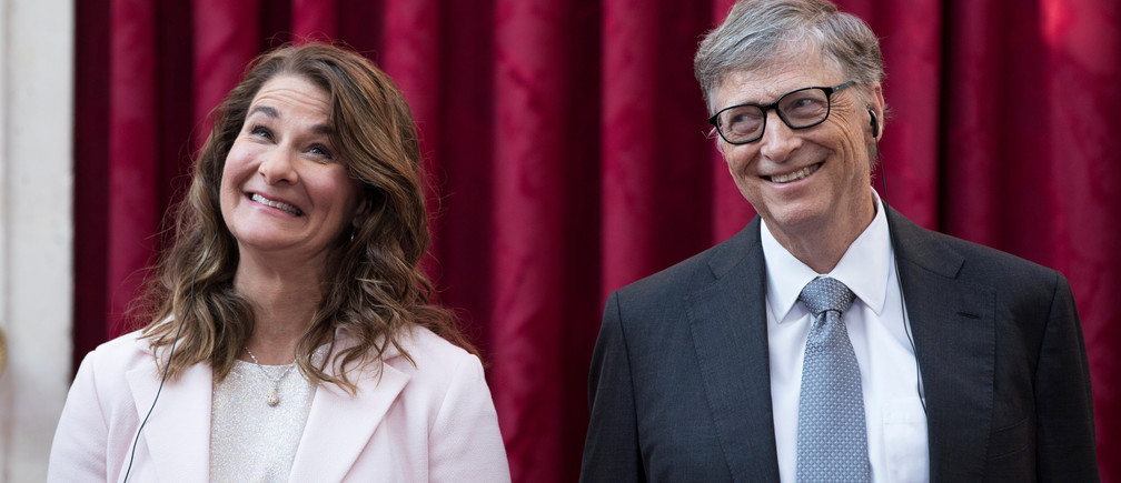 Philanthropist and co-founder of Microsoft, Bill Gates (R) and his wife Melinda laugh as they listen to the speech by French President Francois Hollande, prior to being awarded Commanders of the Legion of Honor at the Elysee Palace in Paris, France, April 21, 2017.     REUTERS/Kamil Zihnioglu/Pool - RC148D8FBA70