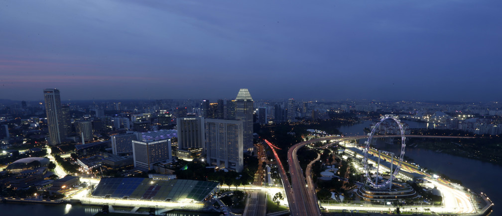 The Marina Bay street circuit is illuminated at dusk in Singapore September 18, 2013. The Singapore Formula One Grand Prix night race will take place on September 22, 2013. REUTERS/Pablo Sanchez (SINGAPORE - Tags: SPORT MOTORSPORT F1 CITYSCAPE) - GM1E99I1L8401