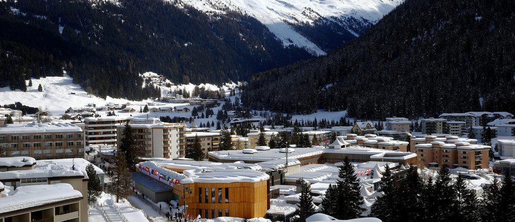 A general view shows the congress centre (C), the venue of the World Economic Forum (WEF) in Davos, Switzerland January 26, 2018. REUTERS/Arnd Wiegmann - RC183065CD20