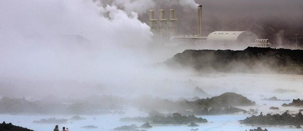 Visitors take pictures of the Svartsengi geothermal power plant near the Blue Lagoon hot springs outside the town of Grindavik May 12, 2008.