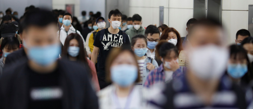 People wearing face masks walk inside a subway station during morning rush hour, following an outbreak of the coronavirus disease (COVID-19), in Beijing, China May 11, 2020. REUTERS/Carlos Garcia Rawlins - RC22MG9N56S4