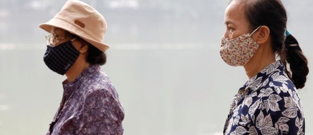 """Vietnamese women wear protective masks while walking around Hoan Kiem lake in Hanoi, Vietnam, as the air quality continues to be """"unhealthy"""", October 2, 2019. REUTERS/Kham - RC15B9C55E70"""