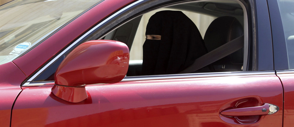 A woman drives a car in Saudi Arabia October 22, 2013. A conservative Saudi Arabian cleric has said women who drive risk damaging their ovaries and bearing children with clinical problems, countering activists who are trying to end the Islamic kingdom's male-only driving rules. Saudi Arabia is the only country in the world where women are barred from driving, but debate about the ban, once confined to the private sphere and social media, is increasingly spreading to public forums too. REUTERS/Faisal Al Nasser (SAUDI ARABIA - Tags: POLITICS SOCIETY TRANSPORT) - RTX14JLI
