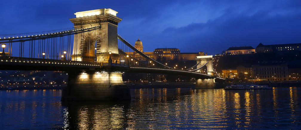 The iconic Chain Bridge of Budapest spans the Danube river and the Royal Palace is seen in the background November 19, 2013. Budapest offers a wealth of choices for lovers of music, art and architecture in a beautiful setting on the Danube river, which bisects the city on the midpoint of its journey from the Black Forest to the Black Sea. To match Trip Tips:  TRAVEL-BUDAPEST/   REUTERS/Laszlo Balogh (HUNGARY - Tags: CITYSCAPE SOCIETY TRAVEL) - GM1E9BM0MPQ01