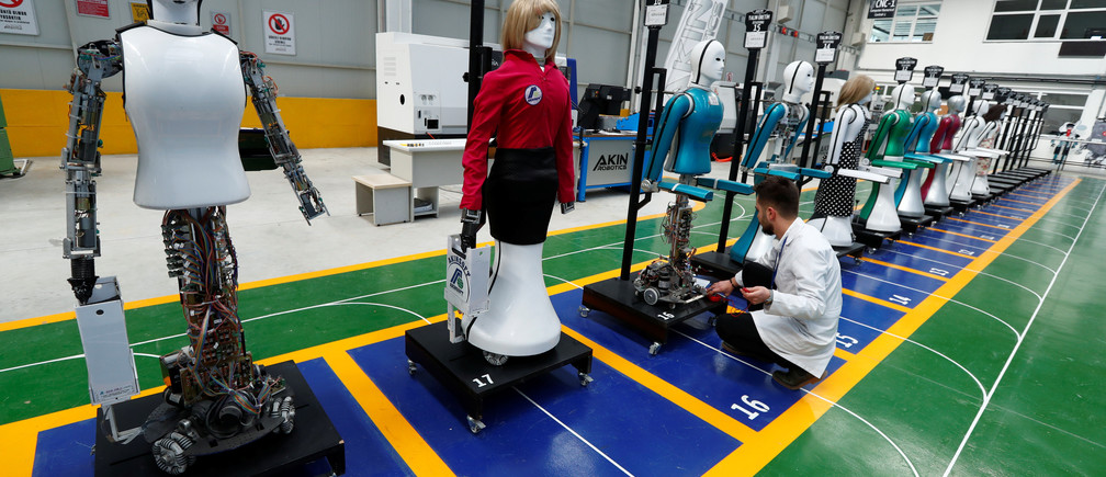 "An engineer checks an ""ADA G4"" humanoid robot at Akinrobotics, the country's first-ever factory to mass produce humanoid robots, in Konya, Turkey, December 8, 2017. Picture taken December 8, 2017. REUTERS/Murad Sezer - RC1AB40D3B30"