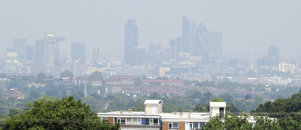 Buildings in the financial district are obscured in a haze, as seen from Crystal Palace in south London June 26, 2010. The City of London financial district has now breached government air quality objectives by recording excessive pollution levels over 36 days in 2010, according to the London Air Quality Network.   REUTERS/Paul Hackett   (BRITAIN - Tags: CITYSCAPE ENVIRONMENT HEALTH) - LM1E66Q0XKE01
