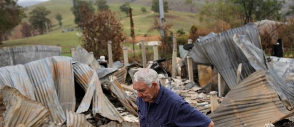 Farmer Jeff McCole, 70, pauses in front of his family home  destroyed by bushfire in Buchan, Victoria, Australia, January 23, 2020. REUTERS/Andrew Kelly - RC25YE9SB3F4