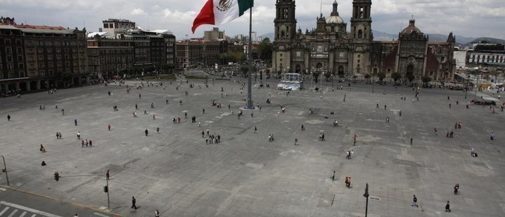 A general view shows the Zocalo square circuit closed to vehicle traffic during World Car-Free Day in downtown Mexico City September 22, 2014. REUTERS/Tomas Bravo (MEXICO - Tags: SOCIETY TRANSPORT ENVIRONMENT) - GM1EA9N0HD501
