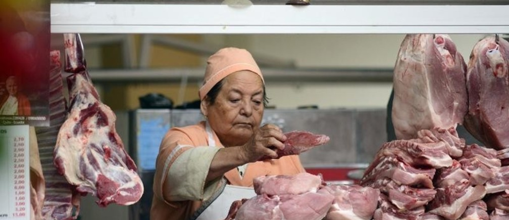 A vendor arranges pieces of meat at her stall at the Central market in Quito August 26, 2014. It costs about $7 for a kilogram of meat. Ecuador began using U.S. dollars as legal tender since 2000.  REUTERS/Guillermo Granja (ECUADOR - Tags: FOOD BUSINESS) - GM1EA8R0YQ301