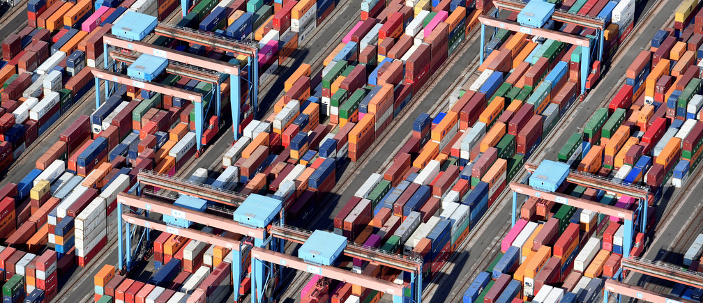 Aerial view of containers at a loading terminal in the port of Hamburg, Germany August 1, 2018. REUTERS/Fabian Bimmer - RC11BCABCCF0