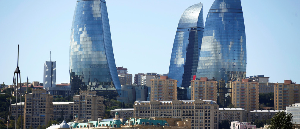 The Flame Towers are seen in Baku, Azerbaijan, October 2, 2016. REUTERS/Alessandro Bianchi - RTSQDTB