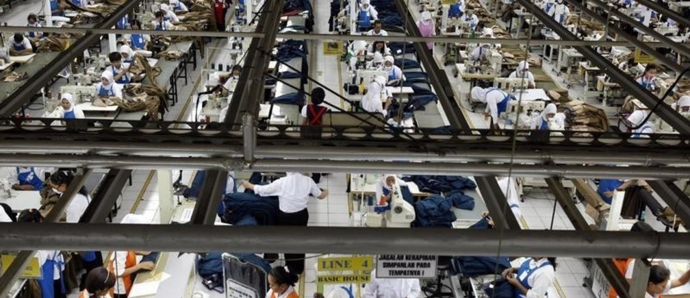 An aerial view of workers of PT Trisula Garmindo Manufacturing in Bandung, West Java province September 17, 2013. In PT Trisula International's hangar-sized factory outside the western Indonesian city of Bandung, hundreds of workers stitch together clothes for some of the world's top brands. Amid the clatter and hum of their machines are hopes for a renaissance that can restore Indonesia's place among Asia's big manufacturing economies, a status it lost in the mid-1990s. Picture taken September 17, 2013. REUTERS/Beawiharta (INDONESIA - Tags: SOCIETY BUSINESS EMPLOYMENT TEXTILE) - GM1E9AD1RXU01