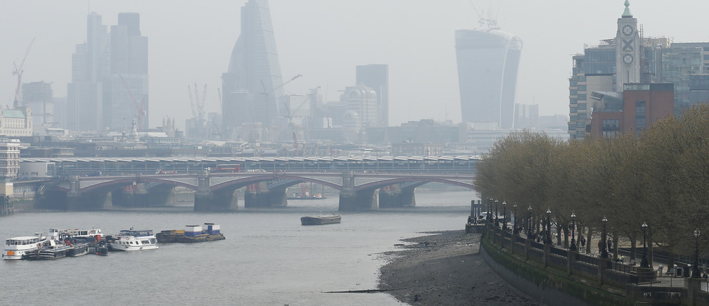 A seagull flies above the skyline of the City of London April 2, 2014.  Britain's Meteorological Office forecast that London would be affected by smog this week, caused by powerful dust storms and strong winds in the Sahara.    REUTERS/Olivia Harris (BRITAIN - Tags: ENVIRONMENT SOCIETY) - LM1EA421BE701