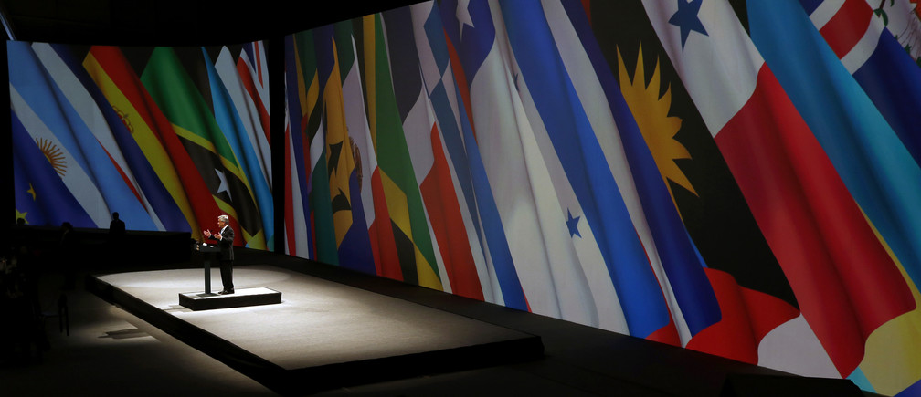 Chile's President Sebastian Pinera delivers a speech during the closing ceremony of the summit of the Community of Latin American, Caribbean States and European Union (CELAC-UE) in Santiago January 27, 2013. REUTERS/Victor R Caivano/Pool (CHILE - Tags: POLITICS BUSINESS) - RTR3D1S6