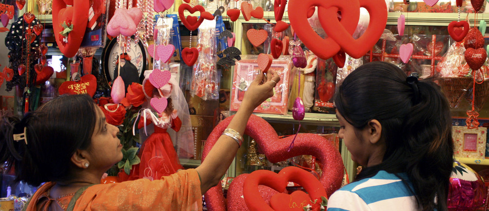 Customers look for gifts ahead of Valentine's Day celebrations in a shop in the western Indian city of Ahmedabad February 12, 2009. Valentine's Day is celebrated around the world on February 14.  REUTERS/Amit Dave (INDIA) - GM1E52C1OEZ01