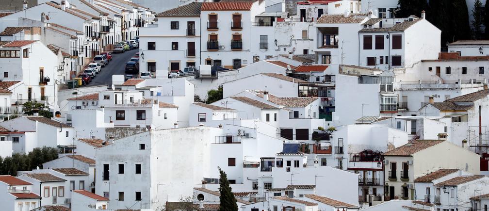 Une vue générale montre des maisons, au milieu de l'épidémie de coronavirus (COVID-19), dans la vieille ville de Ronda, dans le sud de l'Espagne, le 12 avril 2020.
