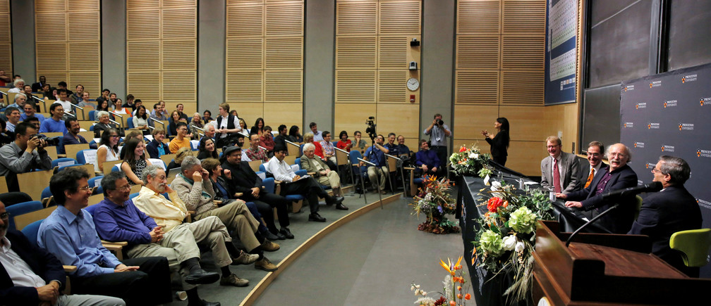 British-born scientist F. Duncan Haldane of Princeton University speaks at a news conference after winning the 2016 Nobel Prize for Physics, in Princeton, New Jersey, U.S. October 4, 2016. REUTERS/Dominick Reuter - RTSQREV