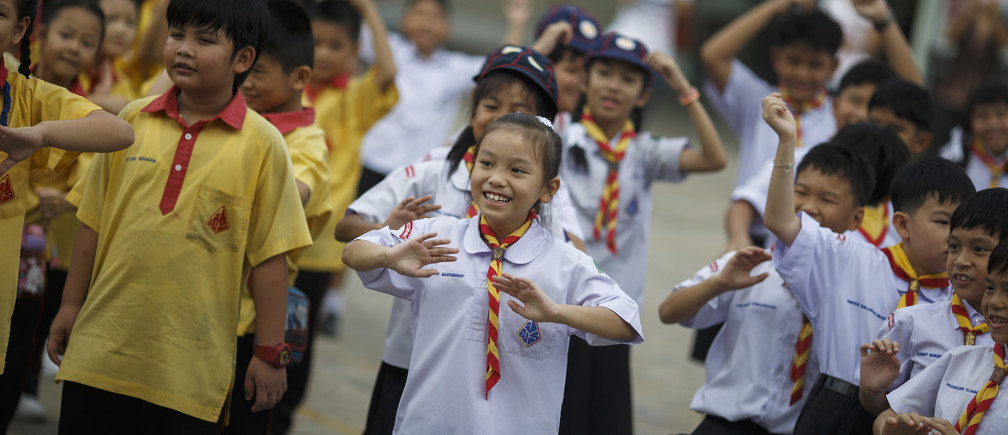 Students exercise after singing Thailand's national anthem at a school in Bangkok October 30, 2014.