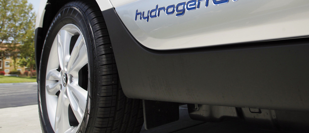 A Hyundai Tucson hydrogen fuel cell electric vehicle (FCEV) is pictured in Newport Beach, California June 9, 2014. The Tucson FCEV will be released this week and represents the next generation of electric vehicles that creates its own electricity, on-board, from hydrogen with zero greenhouse-gas emissions, emitting only water vapor. The car will offer a driving range over 250 miles and is capable of refueling in less than 10 minutes with a hose and nozzle similar to gasoline fueling.