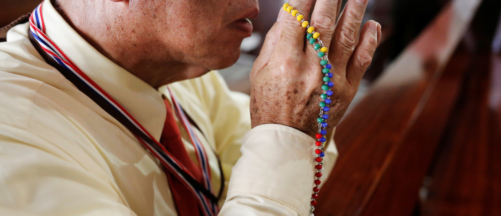 A devotee prays as Pope Francis visits St. PeterÕs Parish church in the Sam Phran district of Nakhon Pathom Province, Thailand, November 22, 2019. REUTERS/Ann Wang - RC26GD934QQL