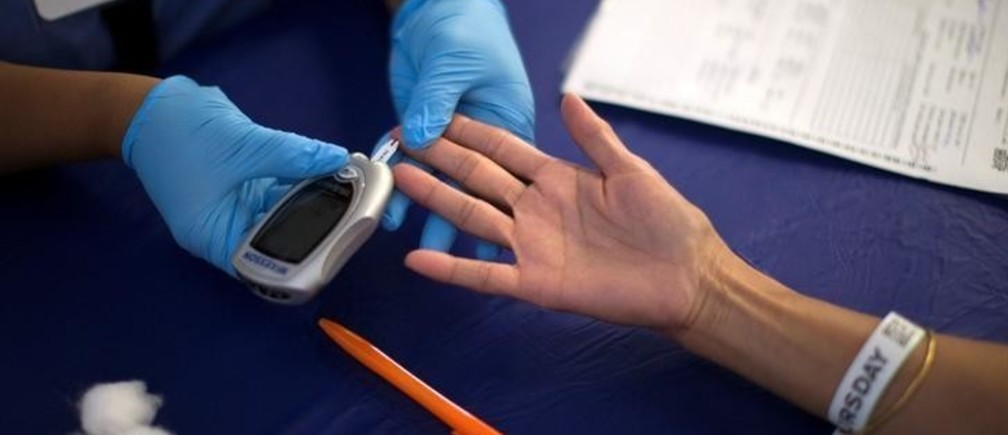 A person receives a test for diabetes during Care Harbor LA free medical clinic in Los Angeles, California September 11, 2014. REUTERS/Mario Anzuoni/