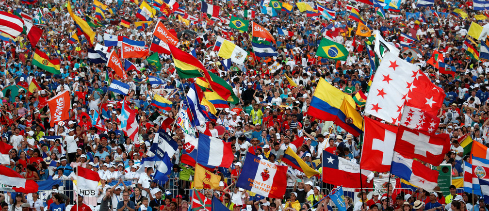 People wave flags as Pope Francis arrive for a vigil at Saint Paul II Metro Park during World Youth Day in Panama City, Panama January 26, 2019. REUTERS/Alessandro Bianchi - RC1AA9F24EC0