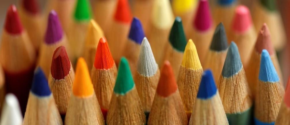 10月17日、米国の学校で体験型の金融教育が広がり始めている。写真はドイツ・ニュルンベルクで撮影された色鉛筆。2018年1月撮影