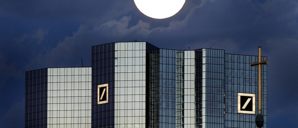 A rising full moon is seen over the distinctive twin towers of Germany'sDeutsche Bank headquarters in Frankfurt January 28, 2002. The Deutsche Bank,the world's third largest business bank will present its annual figures onThursday, January 31. REUTERS/Kai Pfaffenbach REUTERSKP/GB - RP3DRIFLFSAA