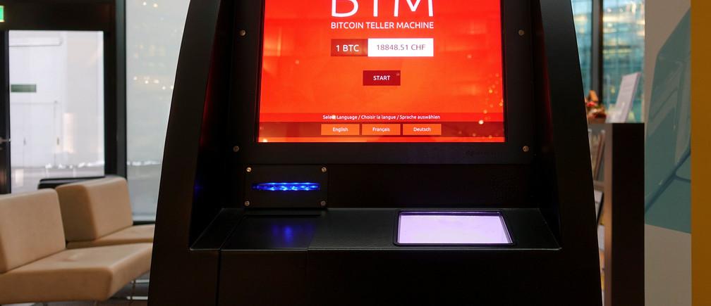 A bitcoin ATM is seen in Zurich, Switzerland December 19, 2017.  REUTERS/Arnd Wiegmann - RC180AFAF940