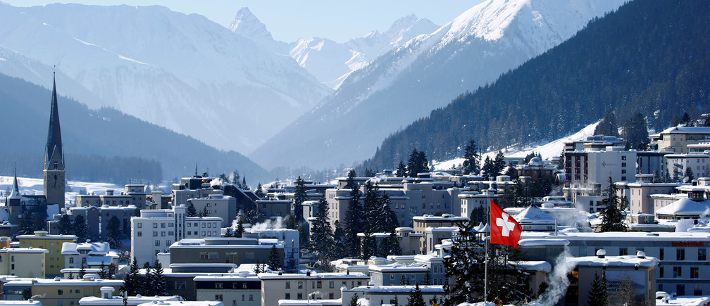 A general view shows the mountain resort of Davos, Switzerland, January 25, 2019. REUTERS/Arnd Wiegmann - RC149B671960