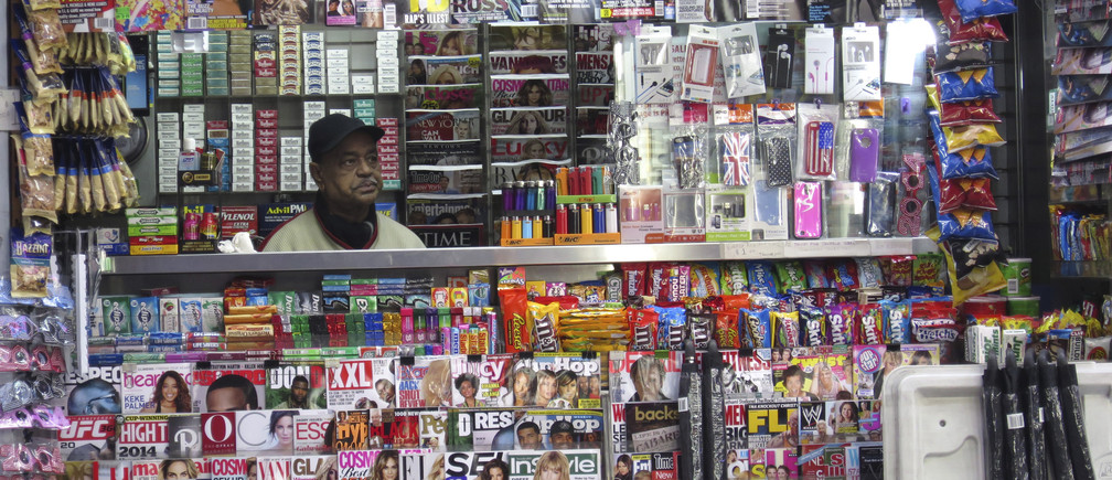 A man works at a newstand on the day of Twitter's initial public offering (IPO), in Times Square in New York November 7, 2013. REUTERS/Gary Hershorn (UNITED STATES - Tags: BUSINESS) - GM1E9B71RLR01