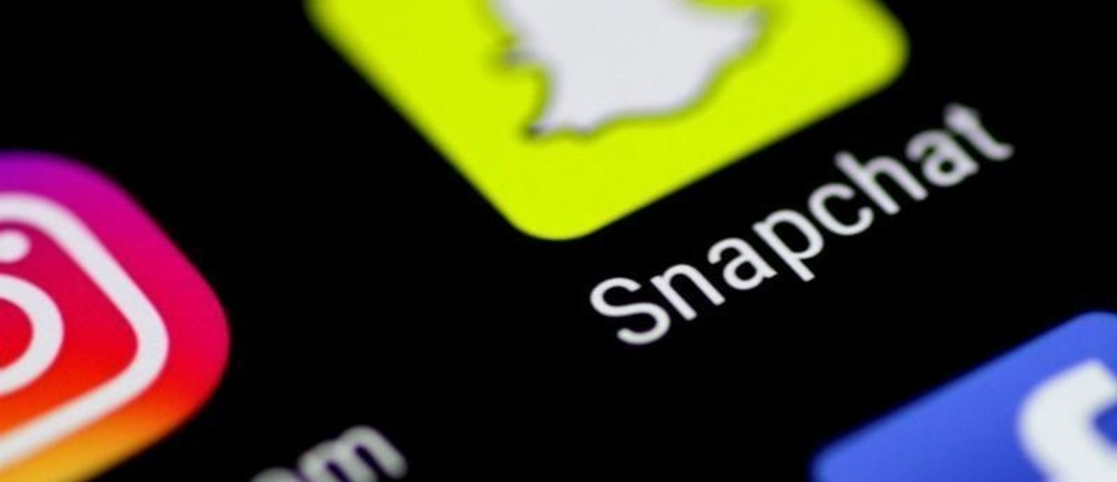 The Snapchat messaging application is seen on a phone screen August 3, 2017.   REUTERS/Thomas White - RC12992A9AB0