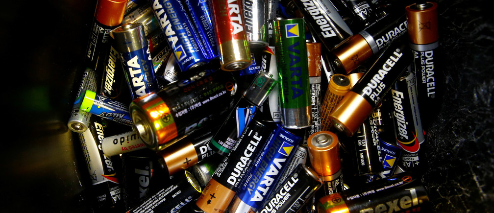 Used batteries of different typs are seen in a collecting box for recycling at an office in Zurich, Switzerland August 14, 2017. REUTERS/Arnd Wiegmann - RTS1BPSQ