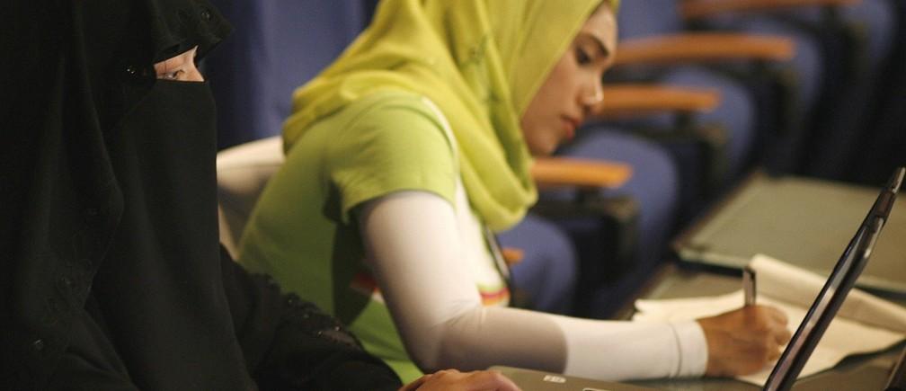 Women attend the opening ceremony of the 4th Arab Innovative Teachers Forum in Skhirat, near Rabat, April 22, 2008. REUTERS/Rafael Marchante (MOROCCO)