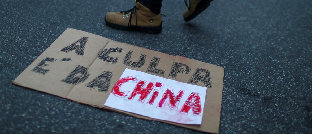 """""""La culpa es de China"""": Las actitudes xenófobas y racistas parecen estar propagándose junto con el virus"""