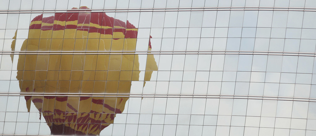 A hot air balloon is reflected in the facade of a hotel during the National Festival of Ballooning in Brasilia April 18, 2013. The festival is part of Brasilia's 53rd anniversary celebrations.  REUTERS/Ueslei Marcelino (BRAZIL - Tags: SOCIETY ANNIVERSARY) - GM1E94I1OMJ01