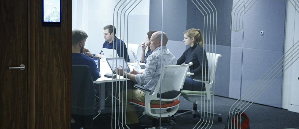 People hold a meeting in a room at the Jellyfish office space in London, Britain December 19, 2016. Picture taken December 19, 2016. REUTERS/Neil Hall  - LR1ECCM0ZHUIJ