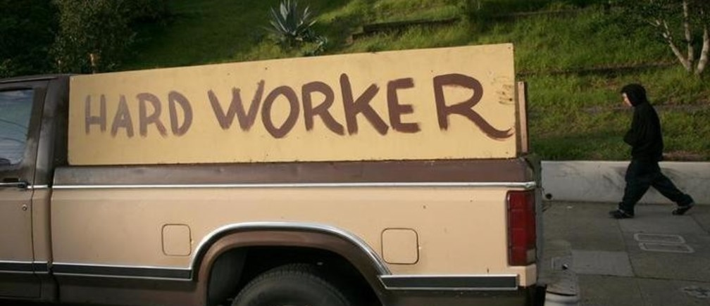 """A handmade sign painted on the side of a pickup truck reading """"hard worker"""" is shown in San Francisco, California, January 25, 2009. California's unemployment rate jumped to 9.3 percent in December, a 14-year high for the state and significantly higher than the month's national average of 7.2 percent. REUTERS/Robert Galbraith  (UNITED STATES)"""