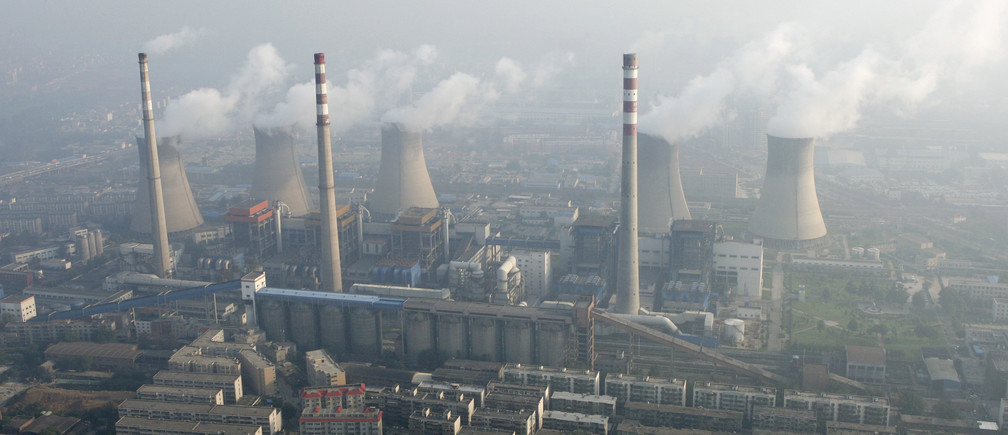 An aerial view shows a coal-burning power plant on the outskirts of Zhengzhou, Henan province August 28, 2010. China's drive to promote clean coal technology is unlikely to reduce significantly the health risks of extracting what remains the dirtiest of fossil fuels, environmental group Greenpeace said. Picture taken August 28, 2010. REUTERS/Stringer (CHINA - Tags: ENERGY ENVIRONMENT BUSINESS) CHINA OUT. NO COMMERCIAL OR EDITORIAL SALES IN CHINA - GM1E68U0V4P01