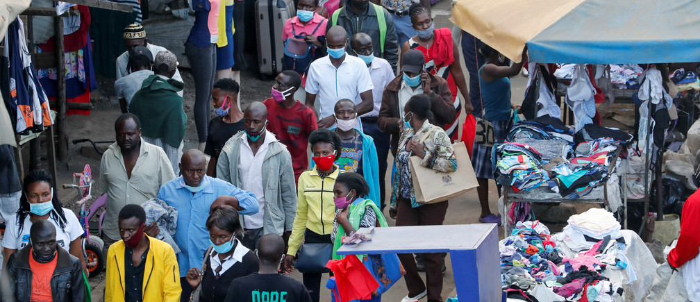Residents walk through an open market before a curfew that is a measure to contain the spread of the coronavirus disease (COVID-19), in Nairobi, Kenya May 13, 2020. REUTERS/Thomas Mukoya - RC2SNG99TQ85