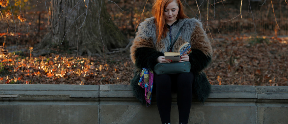 Rosie Mossie from Northern Ireland reads a book on Christmas Day at Central Park in Manhattan, New York City, U.S., December 25, 2016. REUTERS/Andrew Kelly - RTX2WG7G
