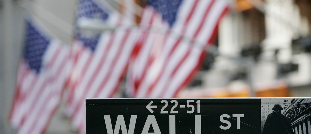 The Wall Street street sign is seen outside the New York Stock Exchange in New York February 28, 2007.  REUTERS/Shannon Stapleton  (UNITED STATES) - GM1DUSEQWPAA